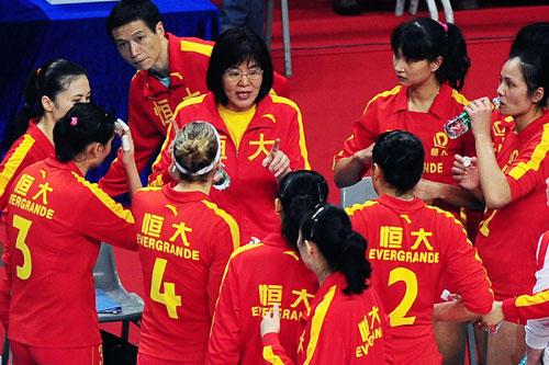 2010年,执导广东恒大期间的郎平
