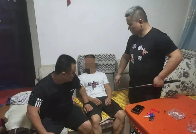 一村一辅警抓获9名涉毒违法犯罪人员