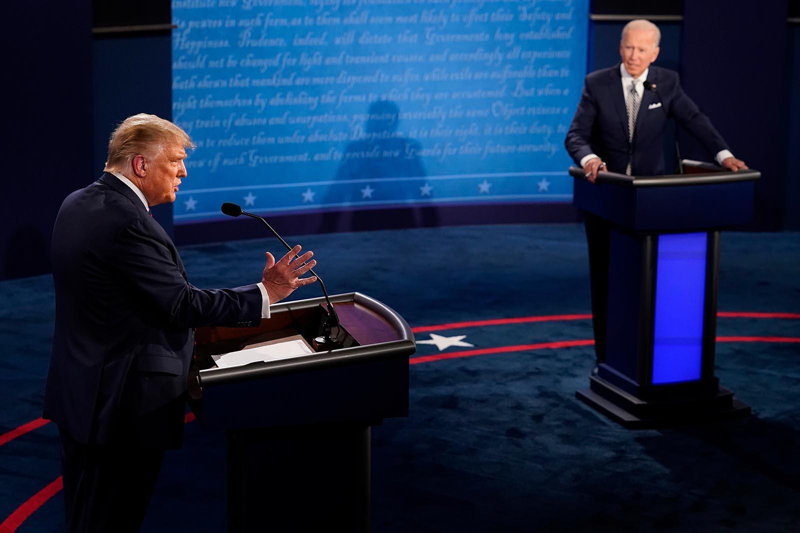 【又名新沂站长网】_新冠致超20万美国人死亡,特朗普在首场辩论上还在嘲笑拜登戴口罩