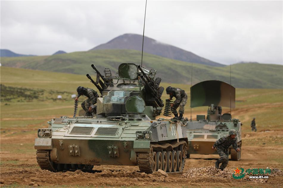 15轻坦高速突击!直击西藏军区实兵实装演练