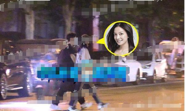 赵薇与富二代摄影师同出公寓逛超市,新恋情?