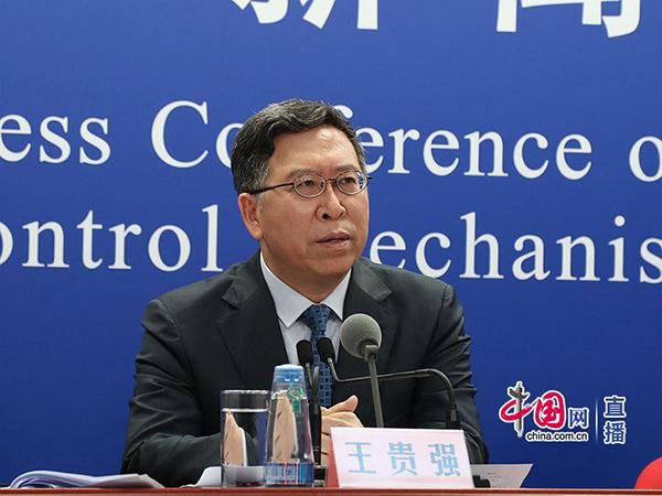 北京大学第一医院感染疾病科主任王贵强介绍节日疫情防控举措。