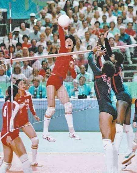 1984年,中国女排的首块奥运金牌