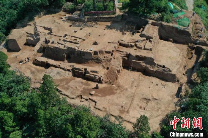 西安临潼华清宫发现保存完整唐代高台建筑遗址