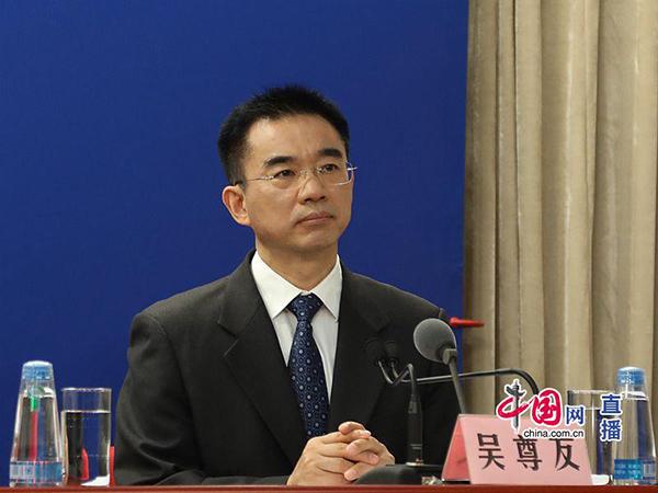 中国疾控中心流行病学首席专家吴尊友介绍节日疫情防控措施。