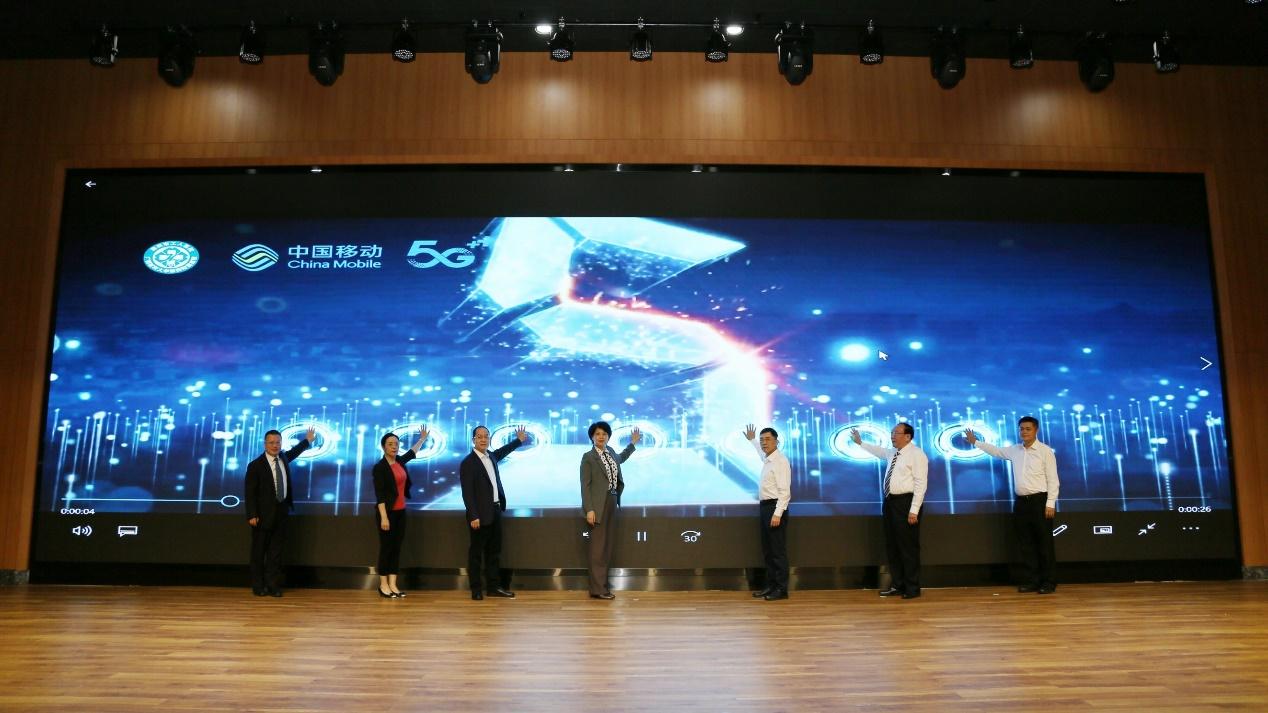 与会领导共同启动5G+智慧医院3.0 刘敏/摄