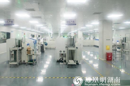 9月21日,黄花综保区内的SMT生产线