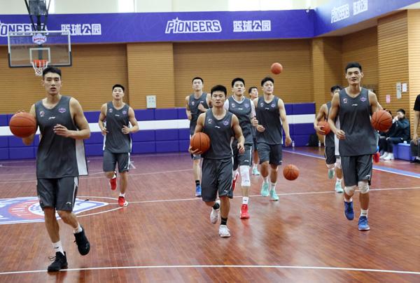 天津男篮11日出征新赛季 全华班阵容冲击季后赛
