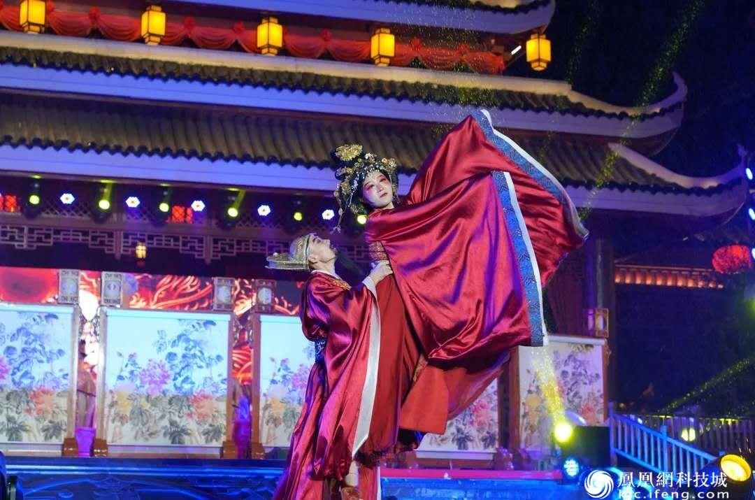 """绵阳方特""""双节""""大打文化牌 近万游客同台歌唱祖国"""