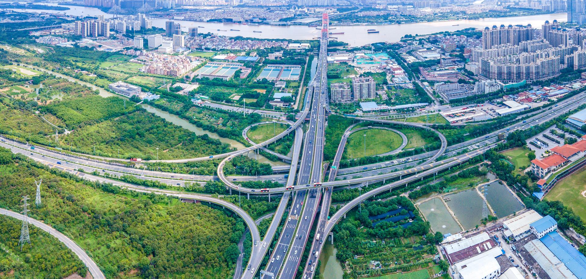 藏在高速服务区里的万亿生意