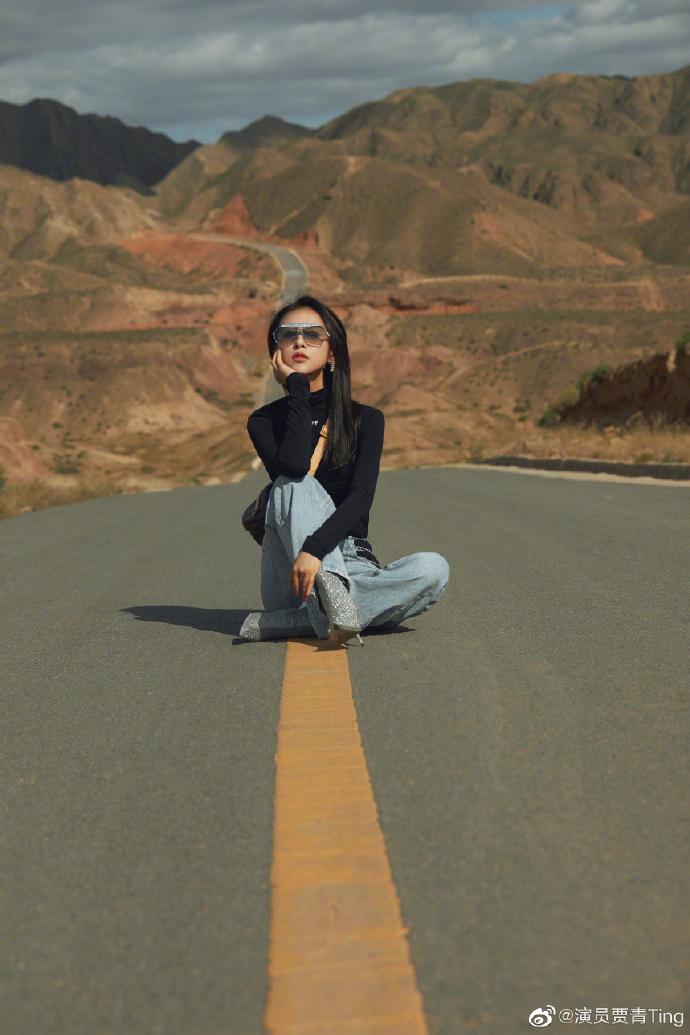 【博客优化】_女星在公路中央拍照并发微博,当地交警警告:请删除
