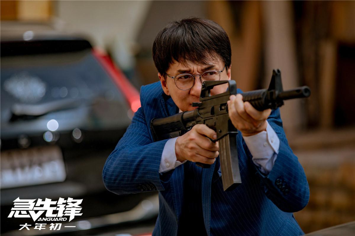 """两天超12亿元,中国电影补过""""迟来的春节"""""""