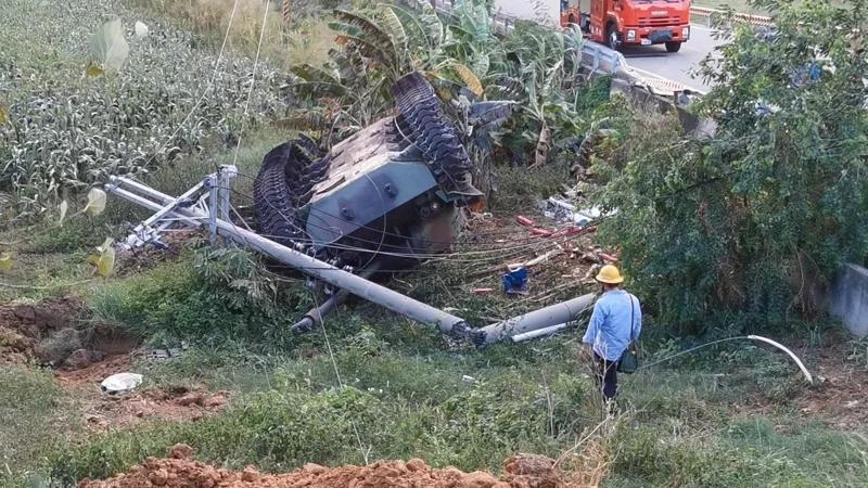 【迪士尼国际】_台军美制坦克撞电线杆1死1伤 蔡英文回了句:买新的
