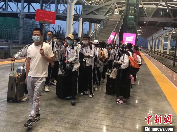 """浙江新疆""""内高班""""的国庆假期:独在异乡不是客"""