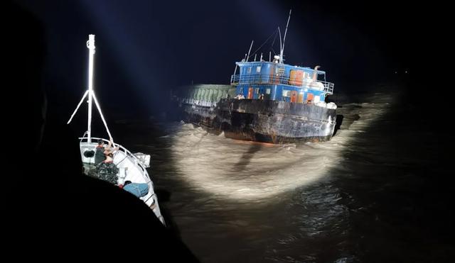 【百度关键词排名点击】_走私船故意撞击中国海警巡逻舰后疯狂逃逸 被强行跳帮控制