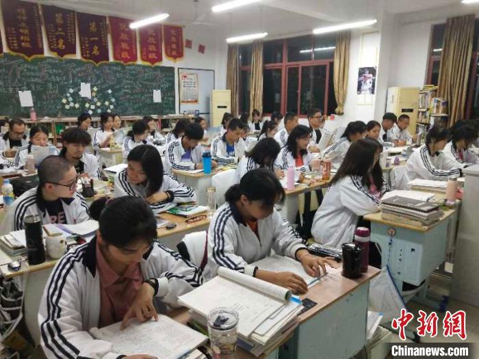 10月8日晚,马春雷所在班级正在进行晚自习。 马春雷 摄