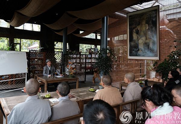讲座现场(图片来源:凤凰网佛教 摄影:于椿根)