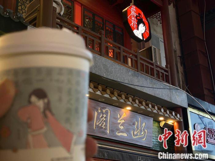 网红奶茶店。 受访者供图