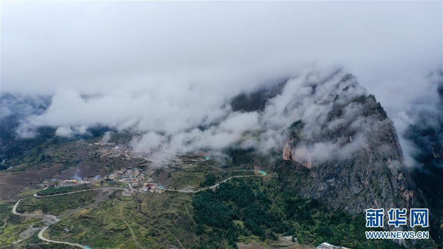(美丽中国)(8)扎尕那雾境