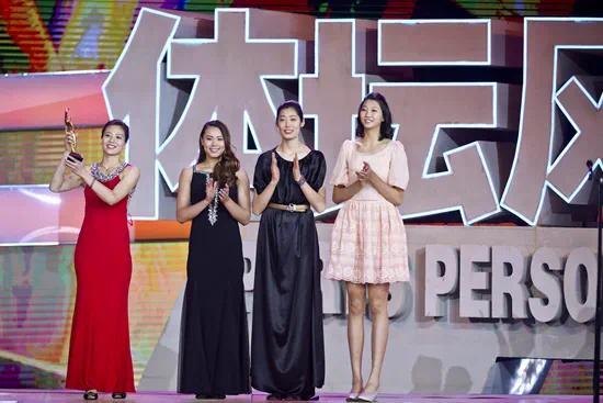 2016年1月24日,北京,2015体坛风云人物颁奖盛典举行。左起依次为女排队员魏秋月、曾春蕾、朱婷、袁心玥。视觉中国供图