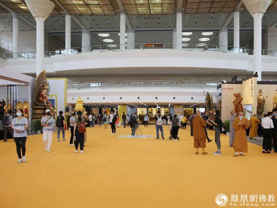 宽敞明亮的主展厅(图片来源:凤凰网佛教)
