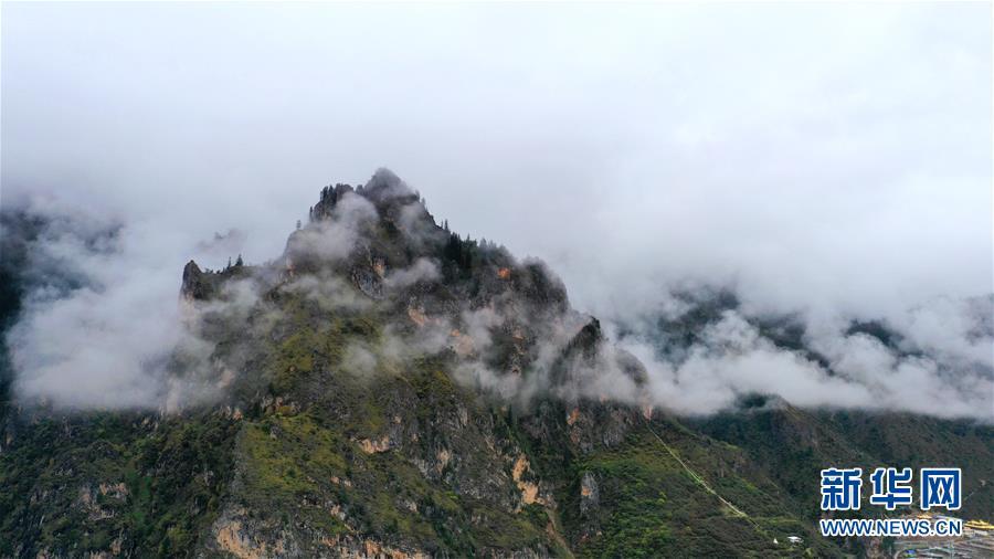 (美丽中国)(4)扎尕那雾境