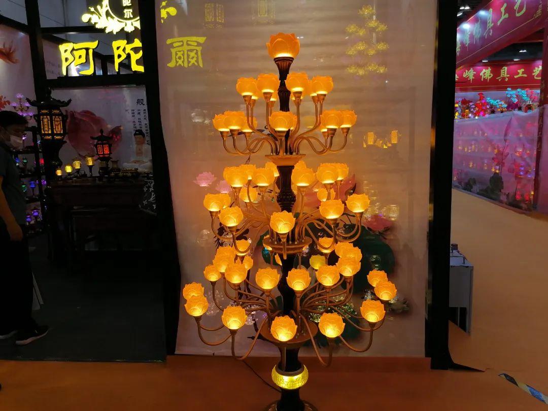 美轮美奂的灯具(图片来源:凤凰网佛教)