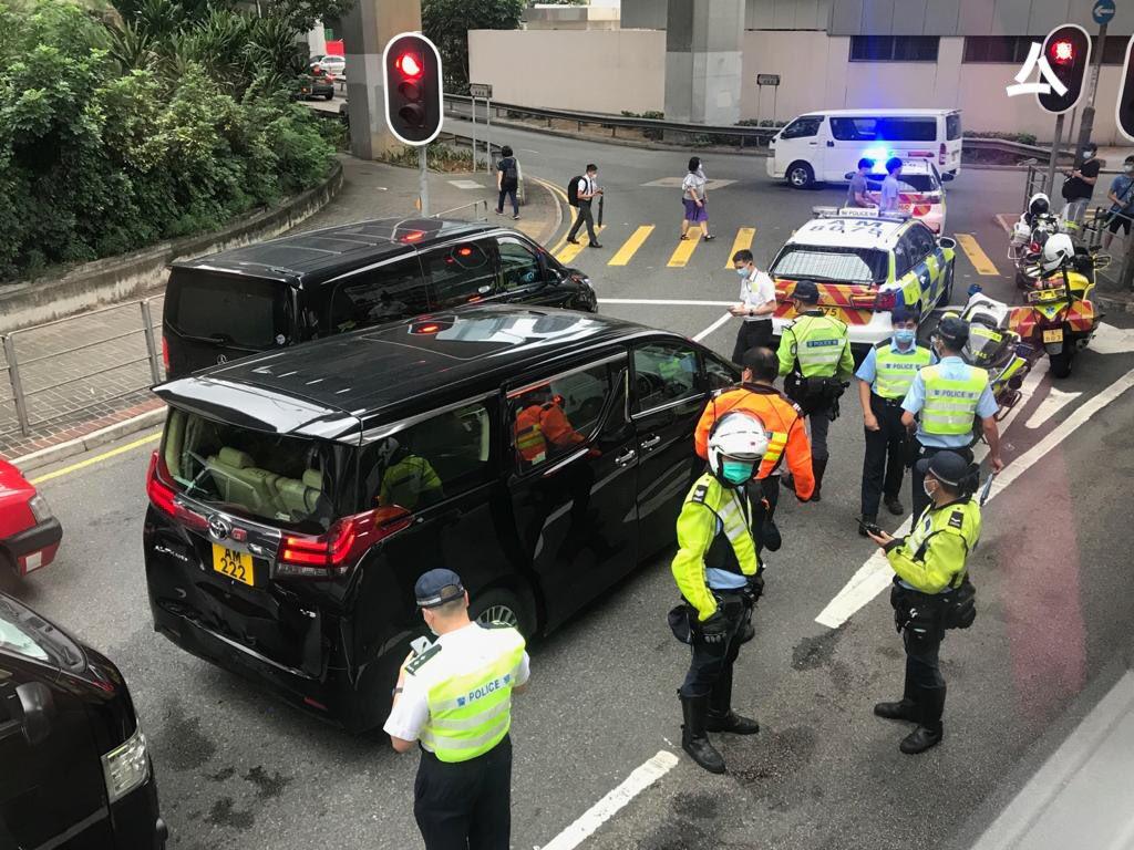 港媒:梁振英座驾与2车相撞 事发时其妻子在车上