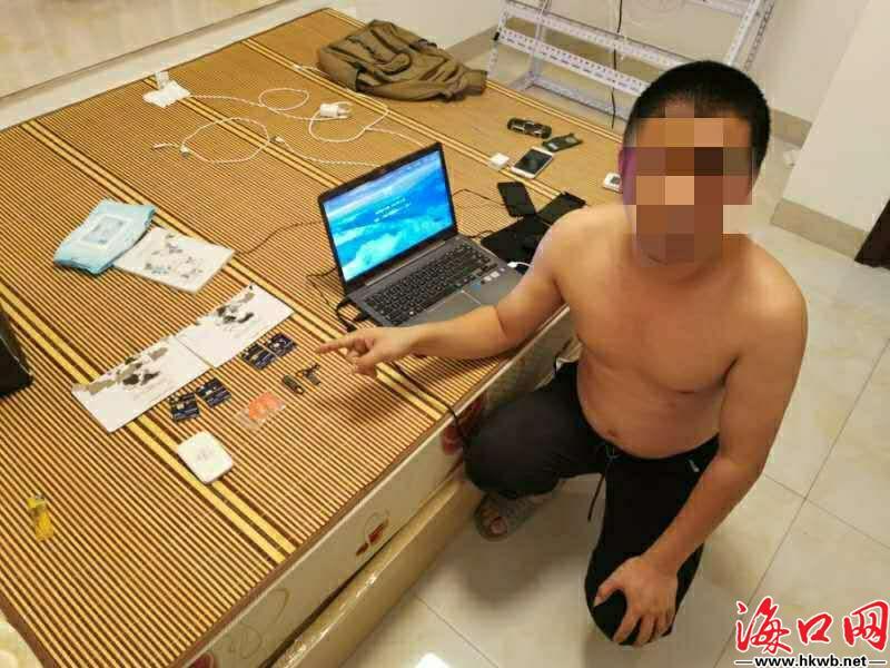 犯罪嫌疑人指认赃物。(海口警方供图)