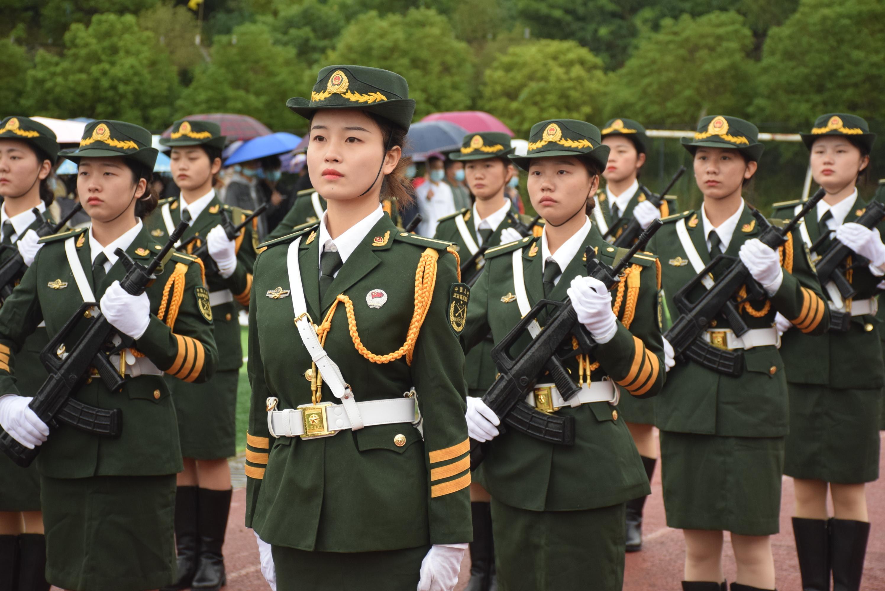 巾帼不让须眉,四川工业科技学院女子国旗班亮相开学典礼