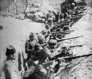 1915年,凡城的亚美尼亚人组成武装,抵御来自奥斯曼帝国的进攻。