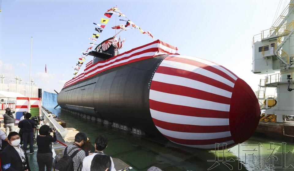 """日本媒体公布的""""大鲸""""号潜艇下水画面"""