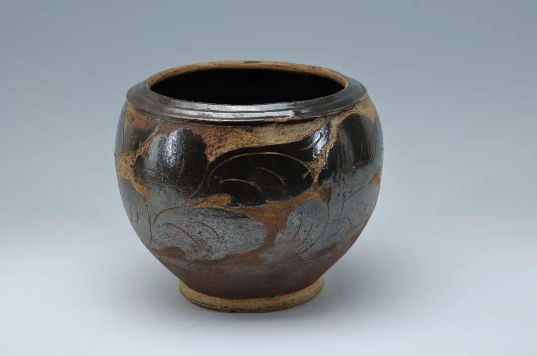 剔花叶纹褐釉瓷罐 西夏 青海省博物馆
