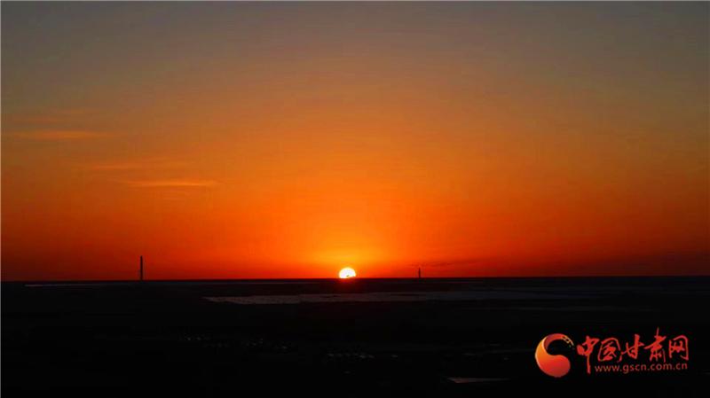 沙漠日落 程晓琳 摄