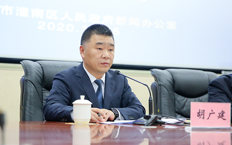 潼南区农业农村委胡广建答记者问。