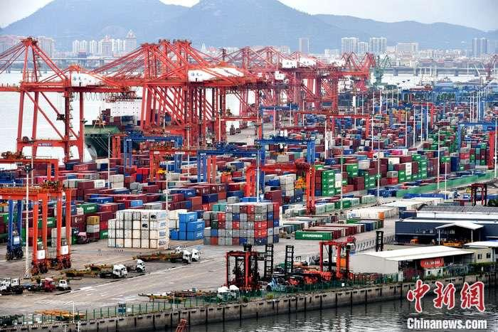 10月14日,中国商务部外贸司司长李兴乾称,前三季度中国进出口、出口规模均创历史同期新高,外贸回稳向好、好于预期,贡献增强。据官方数据,前三季度中国货物贸易进出口总值达23.12万亿元人民币,同比增长0.7���口12.71万亿元人民币,增长1.8���为福建省厦门市东渡港。(资料图片)<a target='_blank' href='http://www.chinanews.com/'>中新社</a>记者 吕明 摄