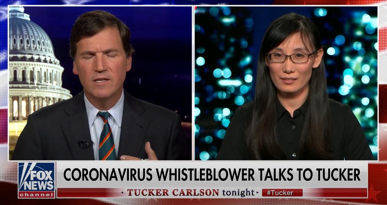 闫丽梦(右)在接受福克斯新闻采访时污蔑中国政府。资料图