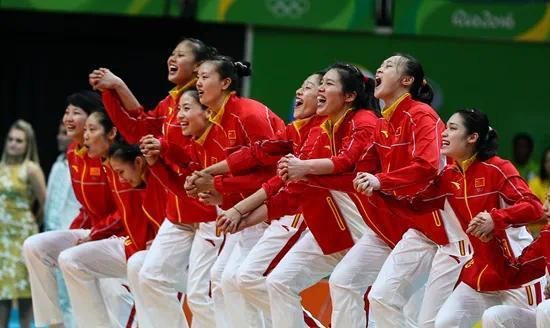 2016年8月20日,巴西里约热内卢,2016里约奥运会女排颁奖仪式举行。视觉中国供图