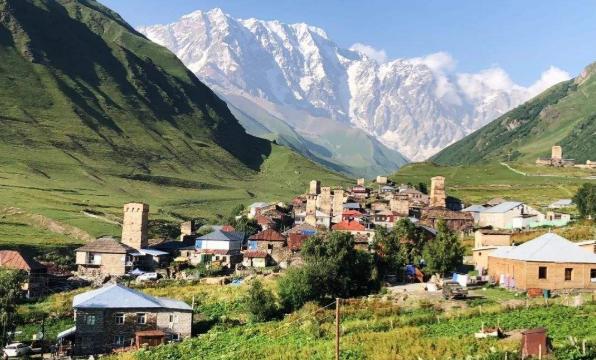 高加索山麓地区优美的自然风景和淳朴的乡村生活