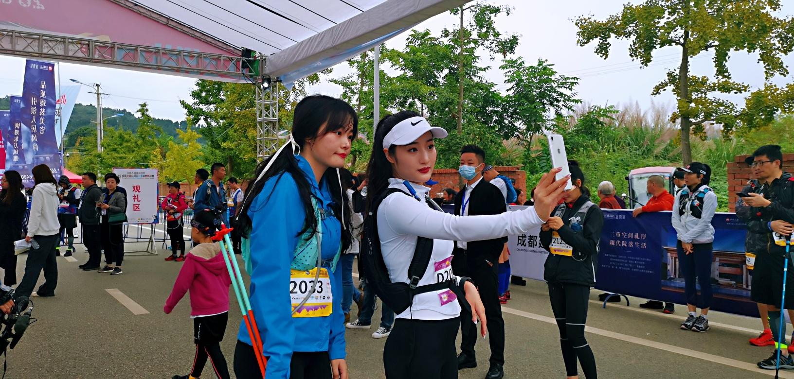 挑战自我 越野越安逸  2020成都龙泉山超百公里越野挑战赛今日鸣枪开赛!