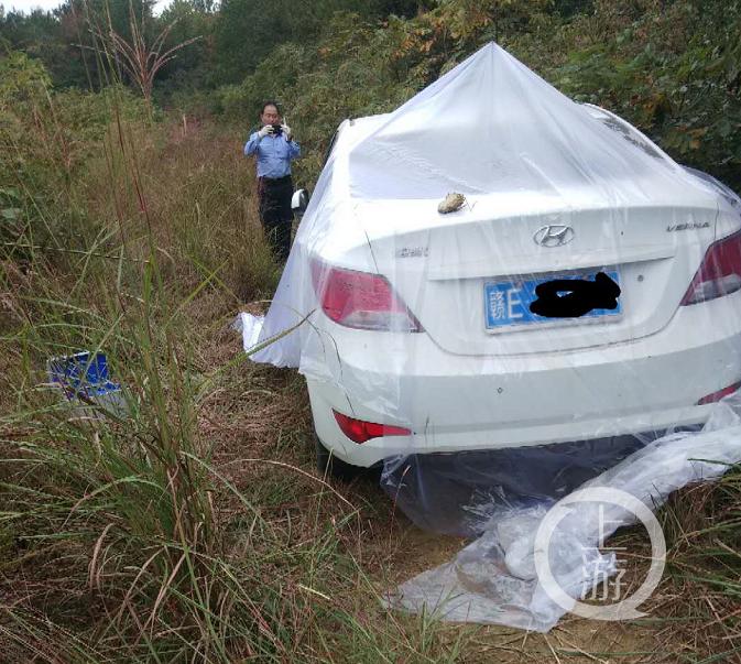嫌犯李有华作案后驾驶白色汽车逃离,行驶约20分钟后发生事故弃车逃跑。/受访者供图