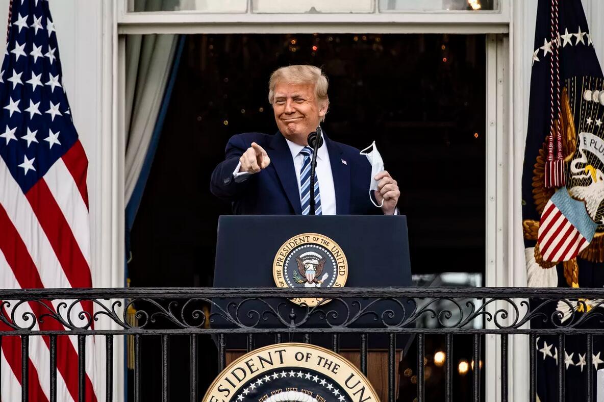 特朗普在白宫对支持者发表演讲/图自美媒