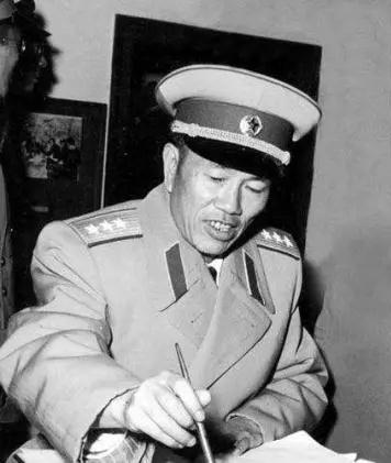 中国人民志愿军有几任司令员和政治委员?