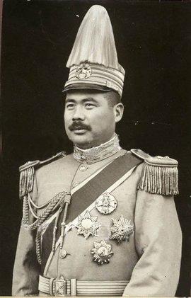 """(冯玉祥(1882年11月6日-1948年9月1日),中国国民革命军陆军一级上将,西北军阀。有""""基督将军""""、""""倒戈将军""""、""""布衣将军""""之称。)"""