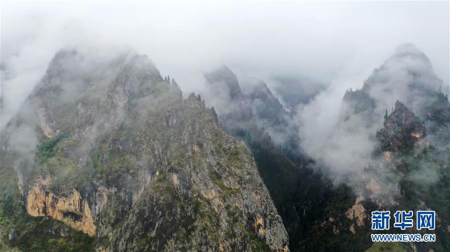 (美丽中国)(2)扎尕那雾境