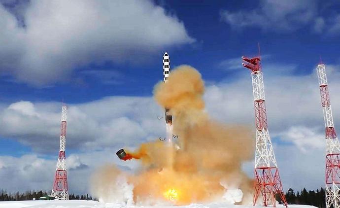"""俄罗斯近年来加快了核武器现代化建设,图为俄新研制的""""萨尔马特""""液体洲际导弹。"""