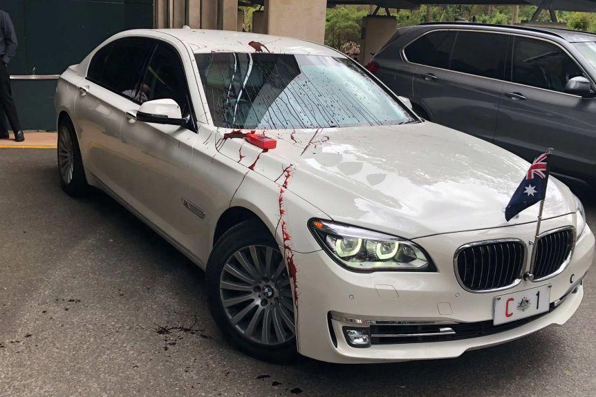 【彩乐园3下载】_澳总理访问大学被抗议:座驾被泼红漆 匆忙从后门离开