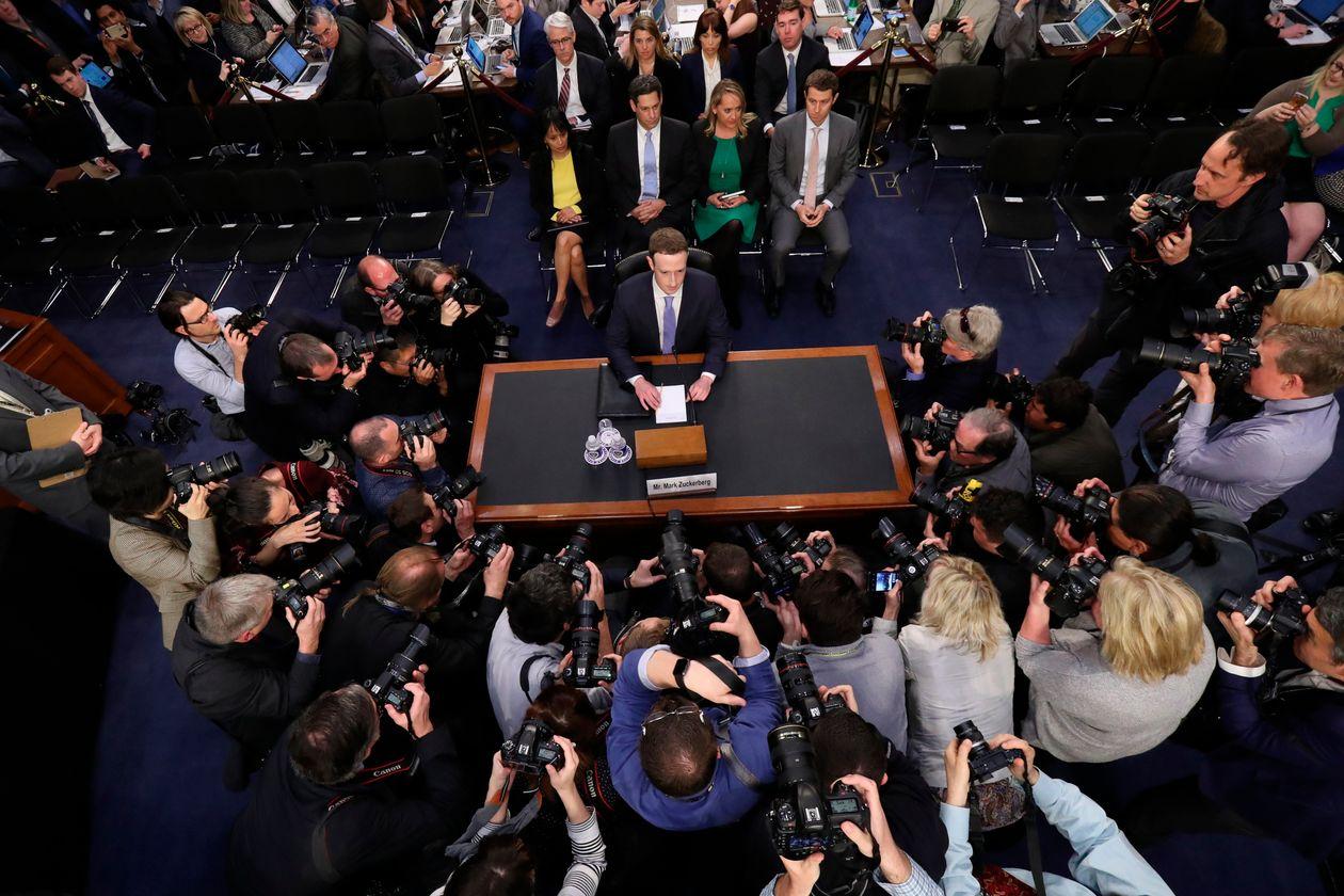 扎克伯格2018年在国会接受质询