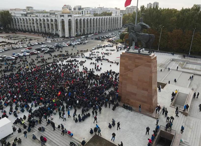 【迪士尼国际注册】_吉尔吉斯斯坦首都解除紧急状态 议长放弃履行总统职责