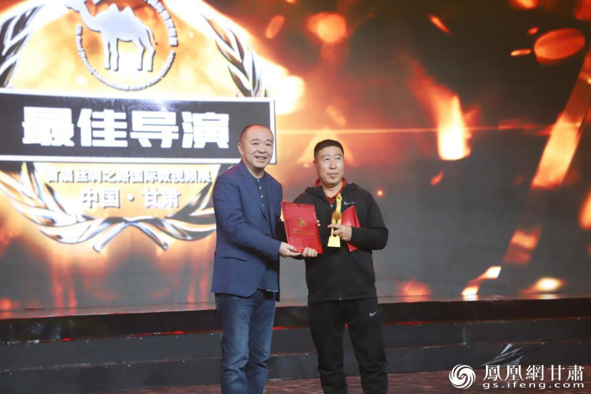 闫琨骜获首届丝绸之路(甘肃)短视频展最佳导演奖 南永涛 摄